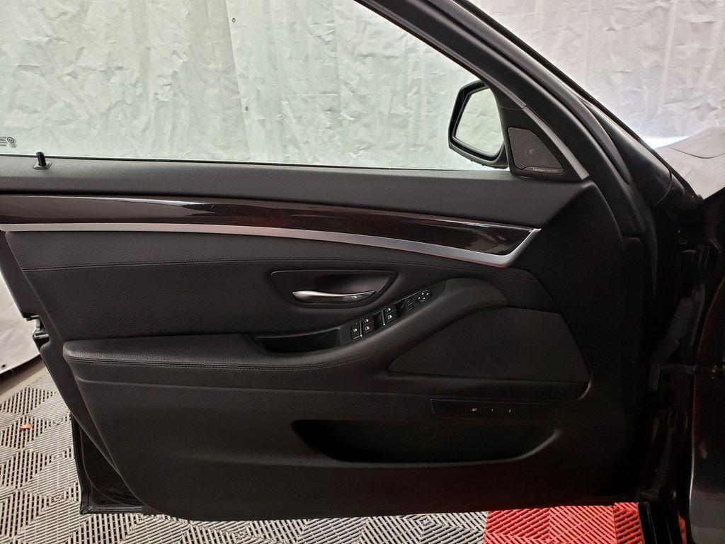 2015 BMW 5 Series 528i xDrive - 18253639 - 13