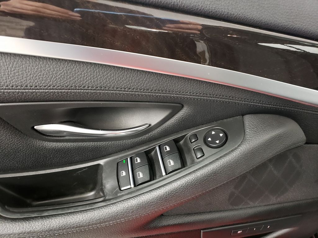 2015 BMW 5 Series 528i xDrive - 18253639 - 14