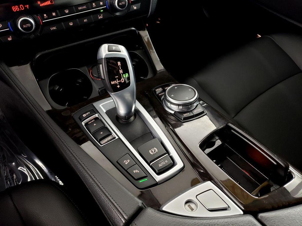 2015 BMW 5 Series 528i xDrive - 18253639 - 28