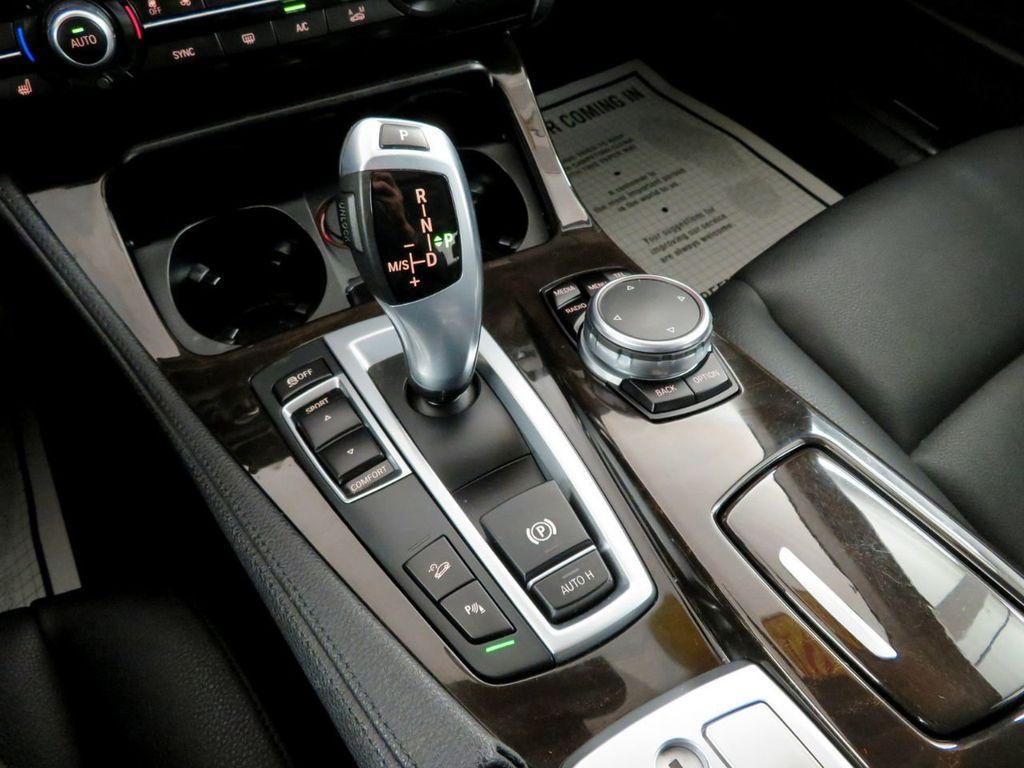 2015 BMW 5 Series 528i xDrive - 18515963 - 30