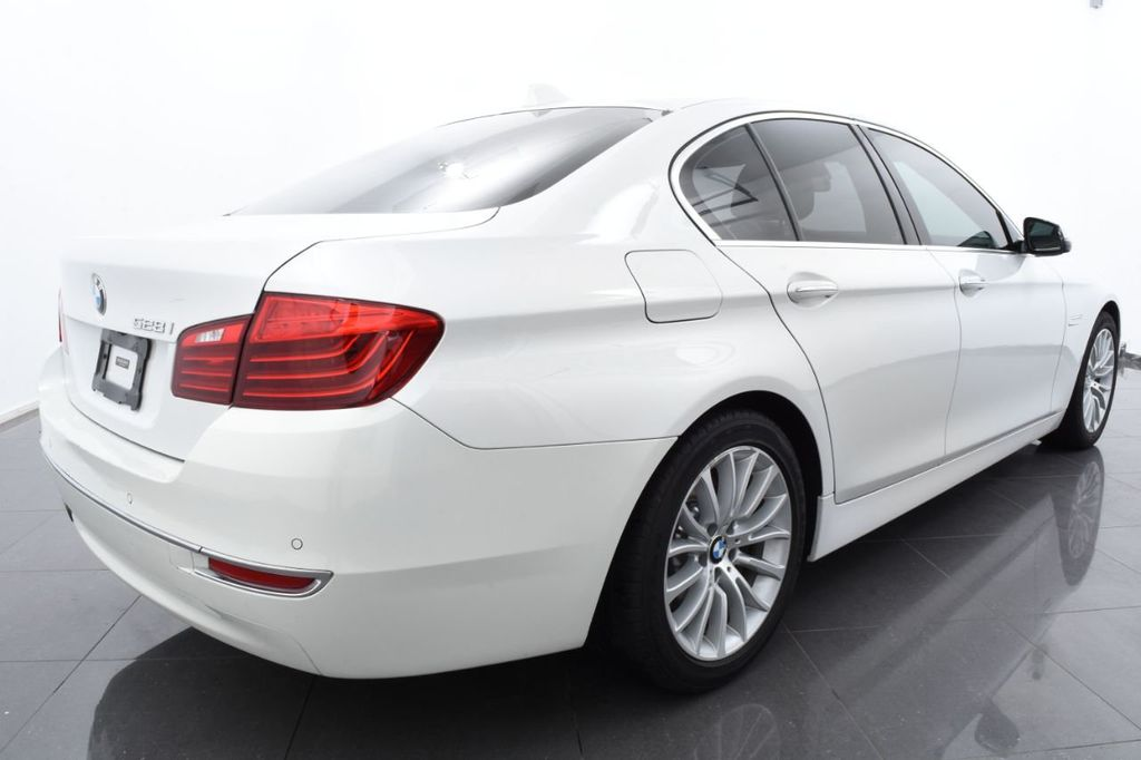 2015 BMW 5 Series LUXURY LINE - 17971224 - 9