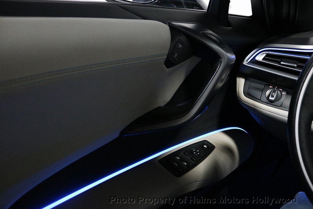 2015 BMW i8  - 18272704 - 31