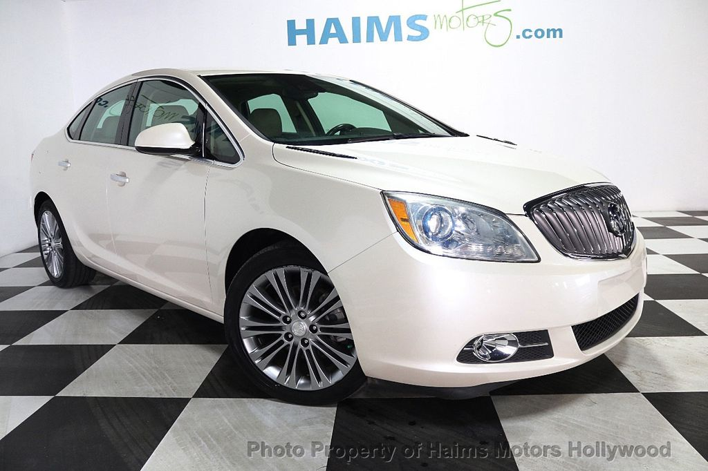 2015 Buick Verano 4dr Sedan Leather Group - 17851838 - 3
