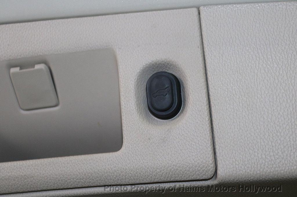 2015 Cadillac Escalade 2WD 4dr Luxury - 18512718 - 9