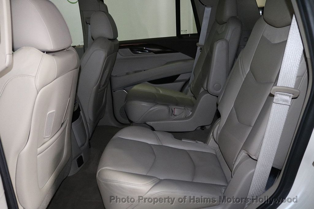2015 Cadillac Escalade 2WD 4dr Luxury - 18512718 - 17