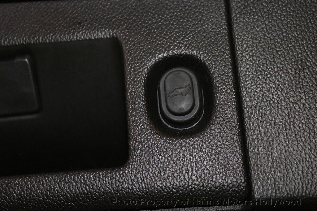 2015 Cadillac Escalade 2WD 4dr Luxury - 18699424 - 9