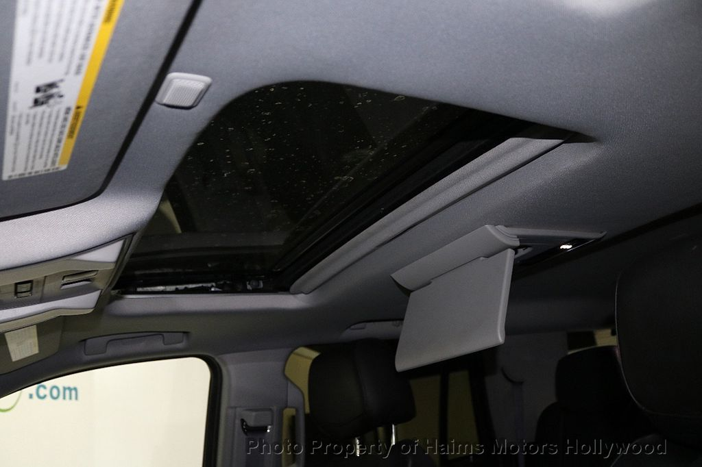 2015 Cadillac Escalade 2WD 4dr Luxury - 18699424 - 22