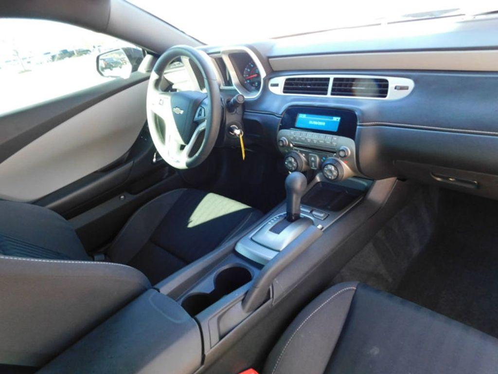 2015 Chevrolet Camaro 2dr Coupe LS w/2LS - 18491730 - 4