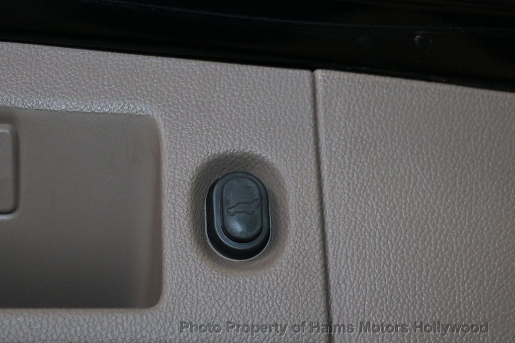 2015 Chevrolet Suburban 2WD 4dr LT - 18327136 - 9