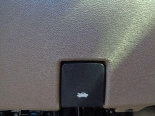 2015 Chevrolet Suburban 2WD 4dr LT - 18016326 - 28