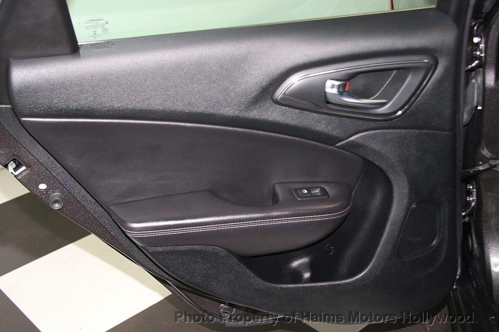 2015 Chrysler 200 4dr Sedan C AWD - 17324855 - 11