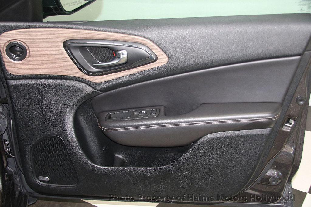 2015 Chrysler 200 4dr Sedan C AWD - 17324855 - 13