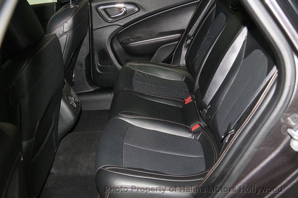 2015 Chrysler 200 4dr Sedan C AWD - 17324855 - 16