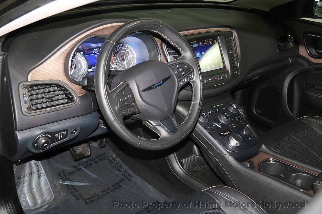 2015 Chrysler 200 4dr Sedan C AWD - 17324855 - 18
