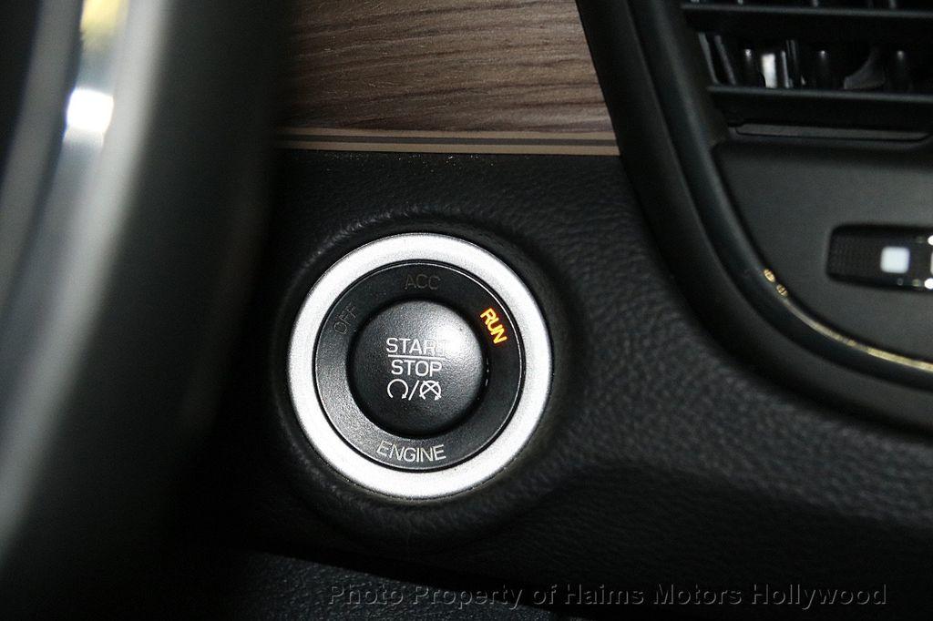 2015 Chrysler 200 4dr Sedan C AWD - 17324855 - 22