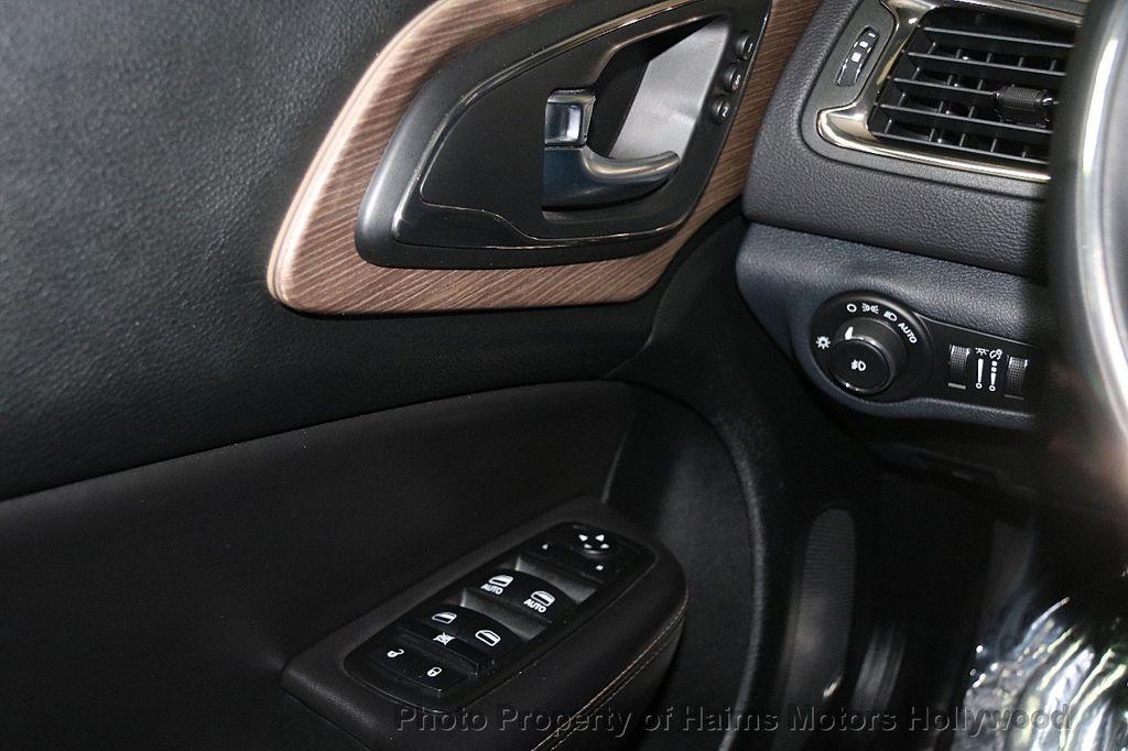 2015 Chrysler 200 4dr Sedan C AWD - 17324855 - 24