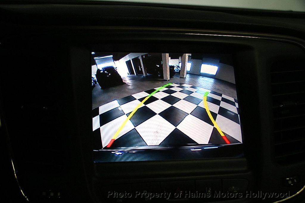 2015 Chrysler 200 4dr Sedan C AWD - 17324855 - 32