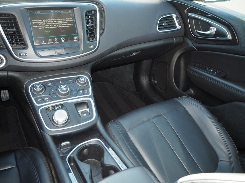 2015 Chrysler 200 4dr Sedan C FWD - 17685163 - 7