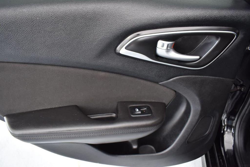 2015 Chrysler 200 4dr Sedan Limited FWD - 18359539 - 13