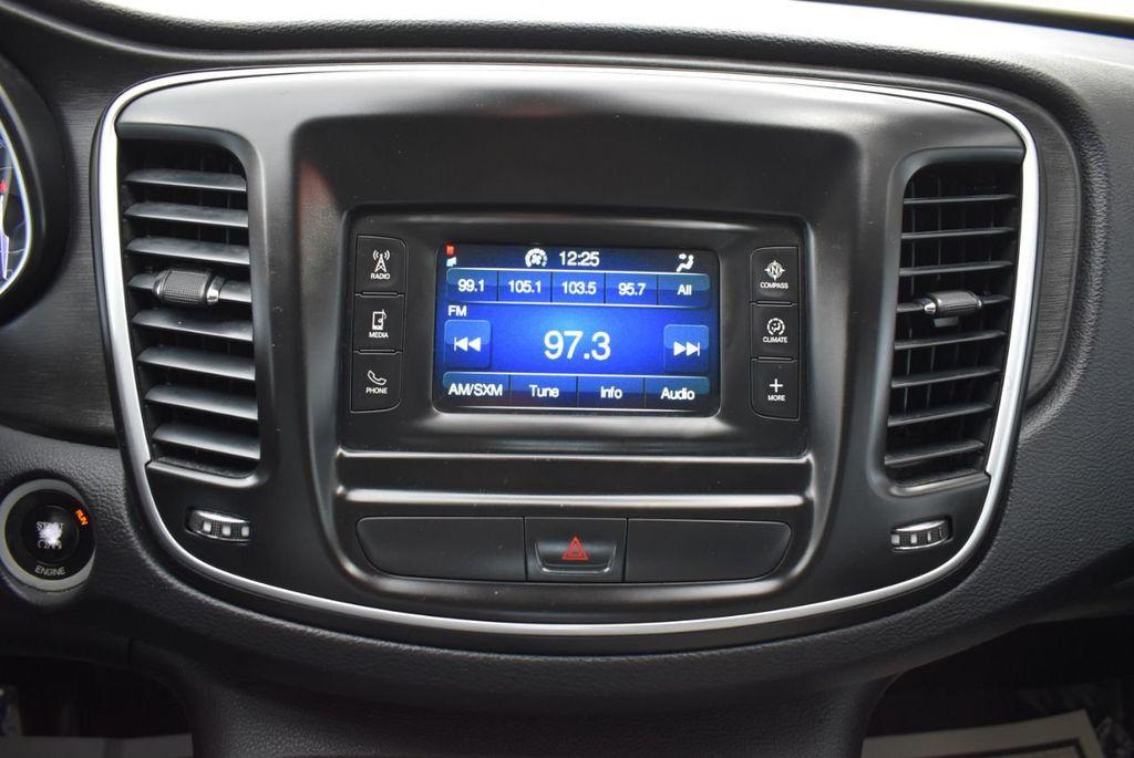 2015 Chrysler 200 4dr Sedan Limited FWD - 18359539 - 19