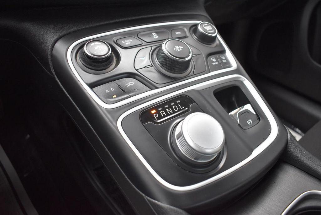 2015 Chrysler 200 4dr Sedan Limited FWD - 18359539 - 20