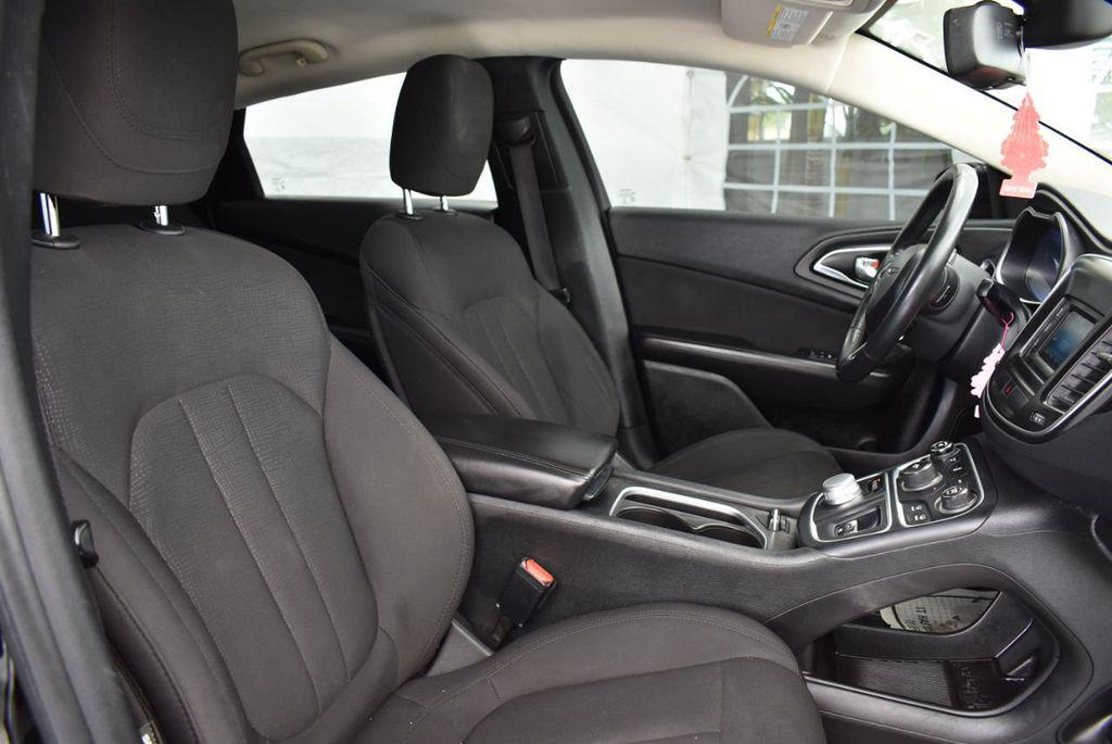 2015 Chrysler 200 4dr Sedan Limited FWD - 18359539 - 24