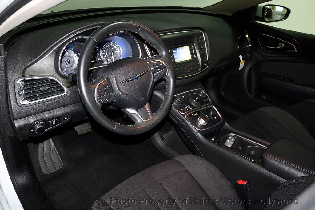 2015 Chrysler 200 4dr Sedan Limited FWD - 17962541 - 18