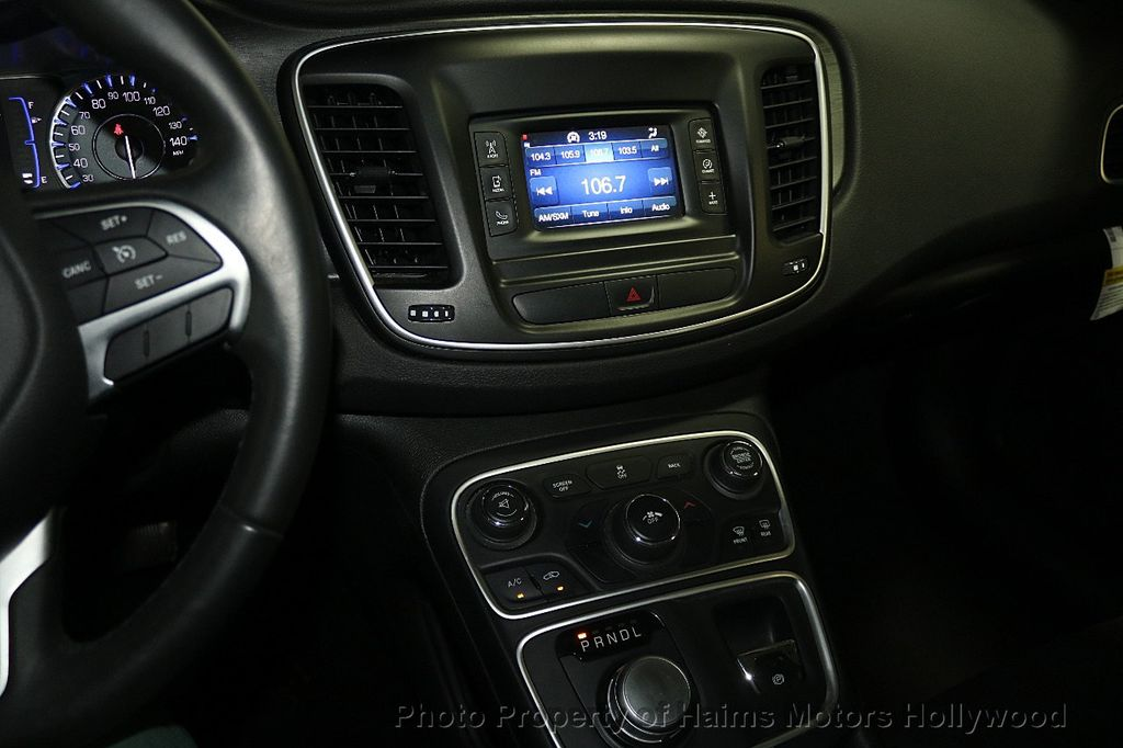 2015 Chrysler 200 4dr Sedan Limited FWD - 17962541 - 19