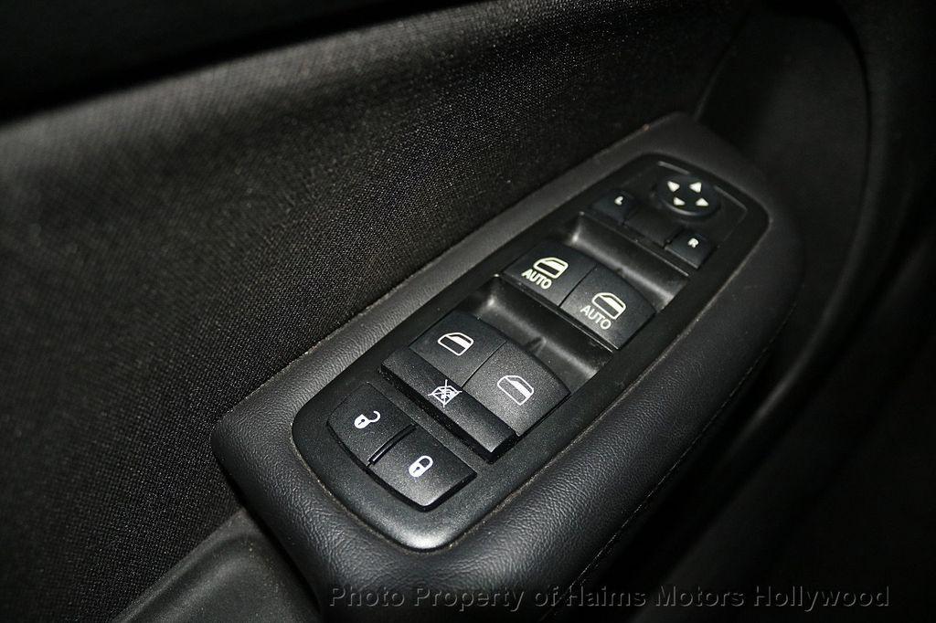 2015 Chrysler 200 4dr Sedan Limited FWD - 17962541 - 23