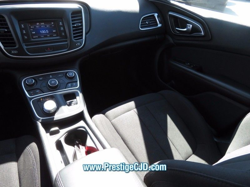 2015 Chrysler 200 4dr Sedan Limited FWD - 16784401 - 10