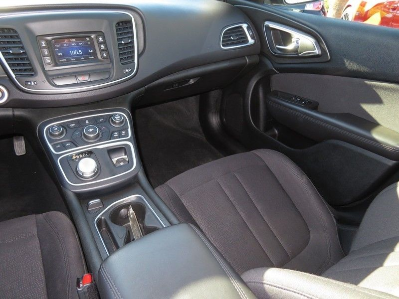 2015 Chrysler 200 4dr Sedan Limited FWD - 17210104 - 7
