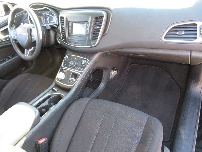 2015 Chrysler 200 4dr Sedan Limited FWD - 17380988 - 13