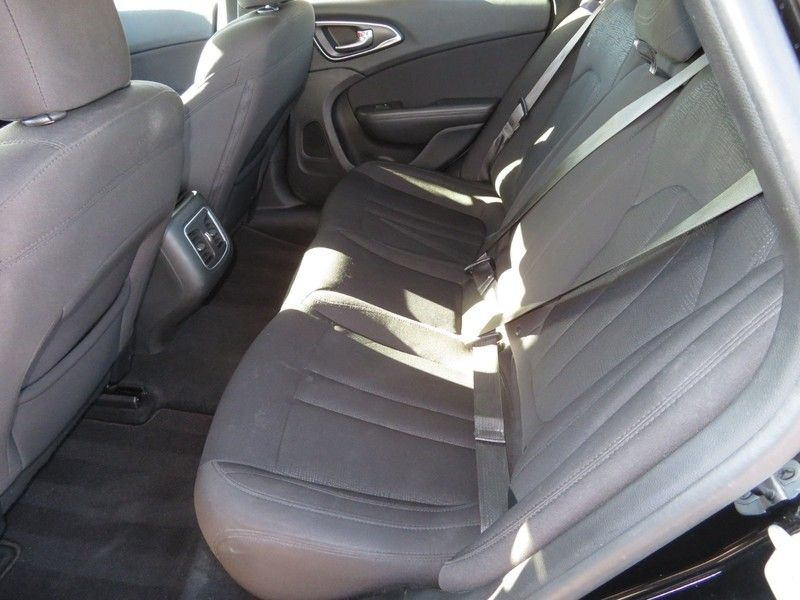 2015 Chrysler 200 4dr Sedan Limited FWD - 17380988 - 4