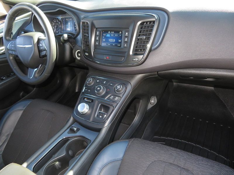 2015 Chrysler 200 4dr Sedan S FWD - 17486597 - 14
