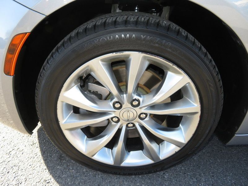 2015 Chrysler 200 4dr Sedan S FWD - 17486597 - 16