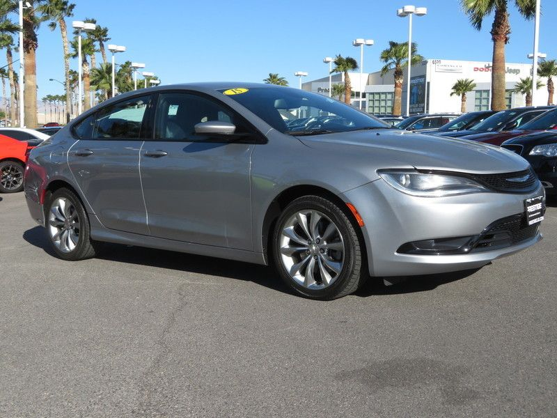 2015 Chrysler 200 4dr Sedan S FWD - 17486597 - 2