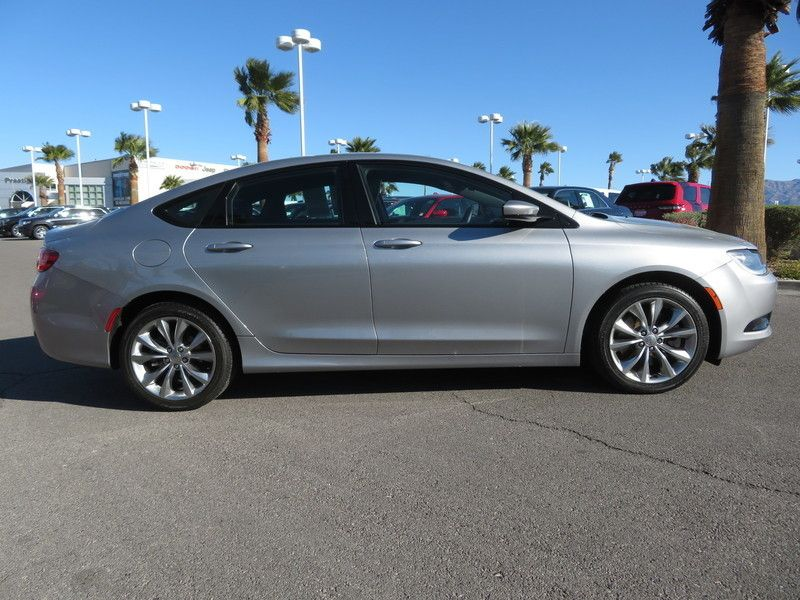 2015 Chrysler 200 4dr Sedan S FWD - 17486597 - 3