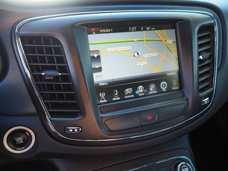 2015 Chrysler 200 4dr Sedan S FWD - 17661534 - 19