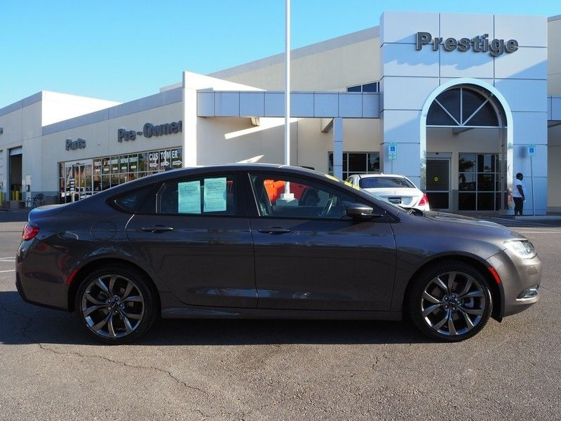 2015 Chrysler 200 4dr Sedan S FWD - 17661534 - 3
