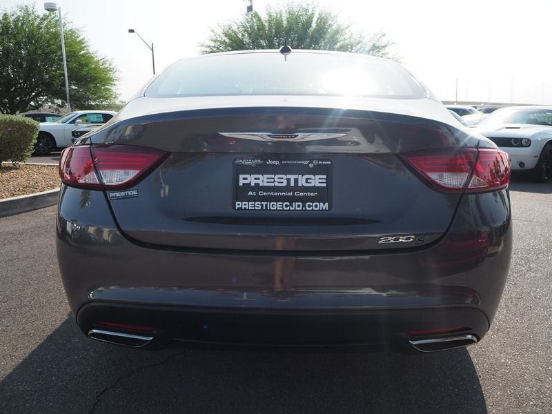 2015 Chrysler 200 4dr Sedan S FWD - 17911797 - 10