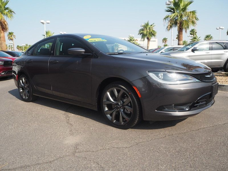 2015 Chrysler 200 4dr Sedan S FWD - 17911797 - 2