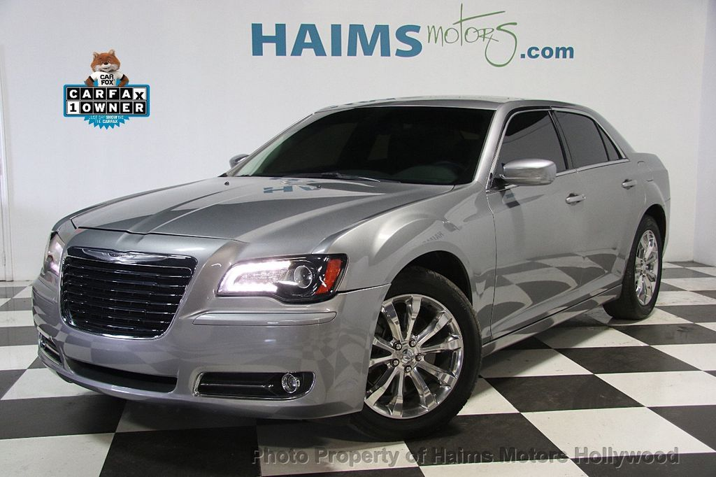 2015 Chrysler 300 4dr Sedan Limited AWD - 17029053