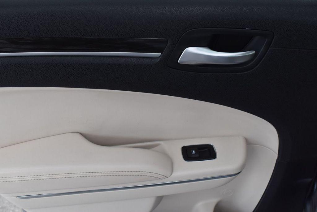 2015 Chrysler 300 4dr Sedan Limited RWD - 18550626 - 11