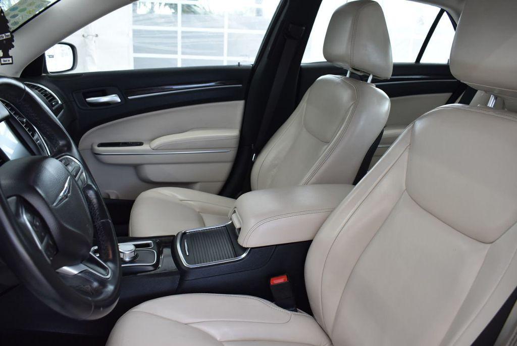 2015 Chrysler 300 4dr Sedan Limited RWD - 18550626 - 12