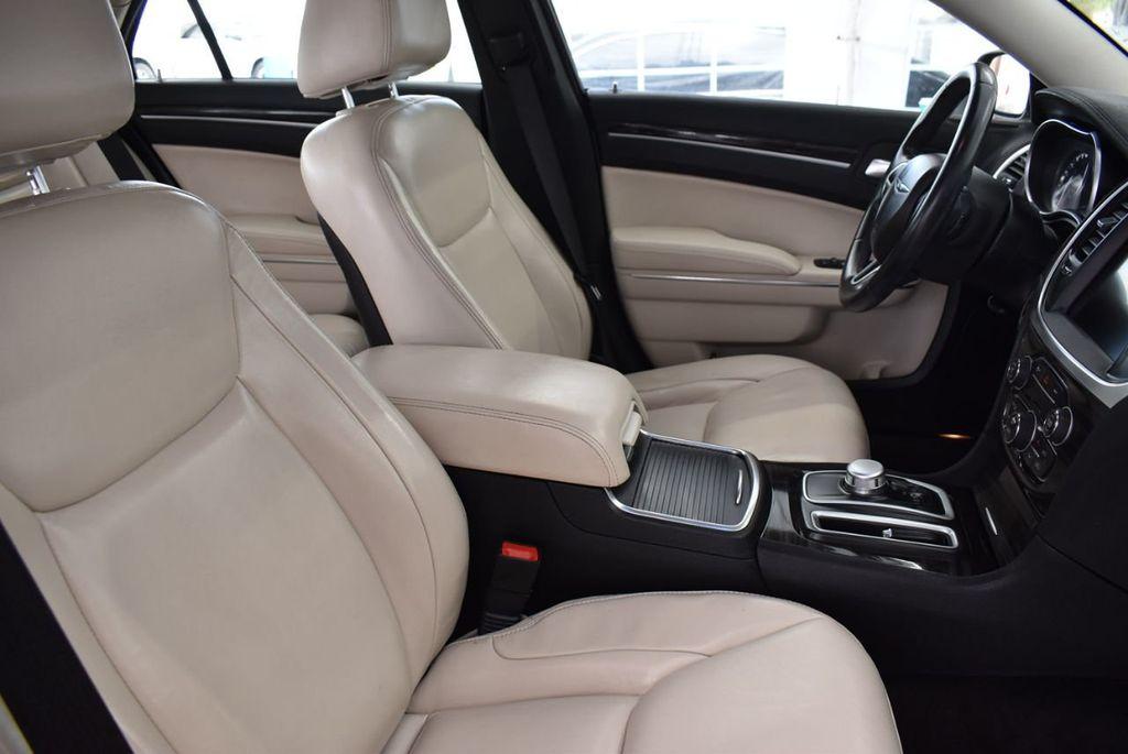 2015 Chrysler 300 4dr Sedan Limited RWD - 18550626 - 14