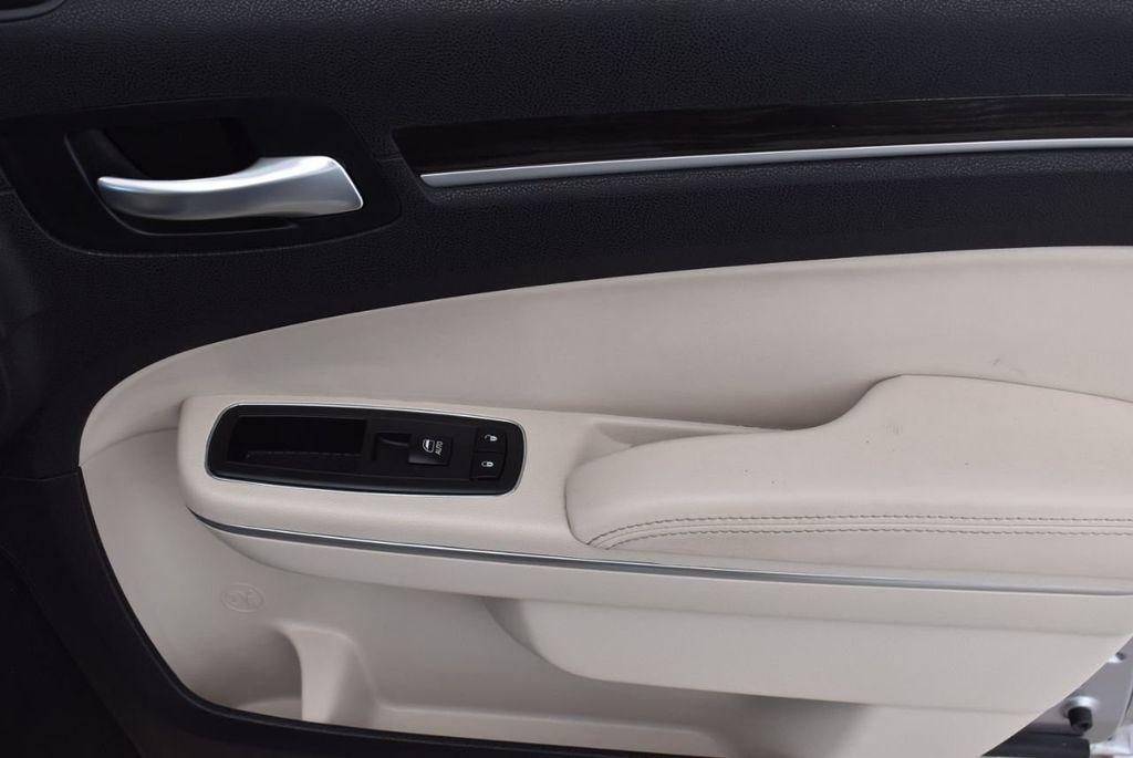 2015 Chrysler 300 4dr Sedan Limited RWD - 18550626 - 15