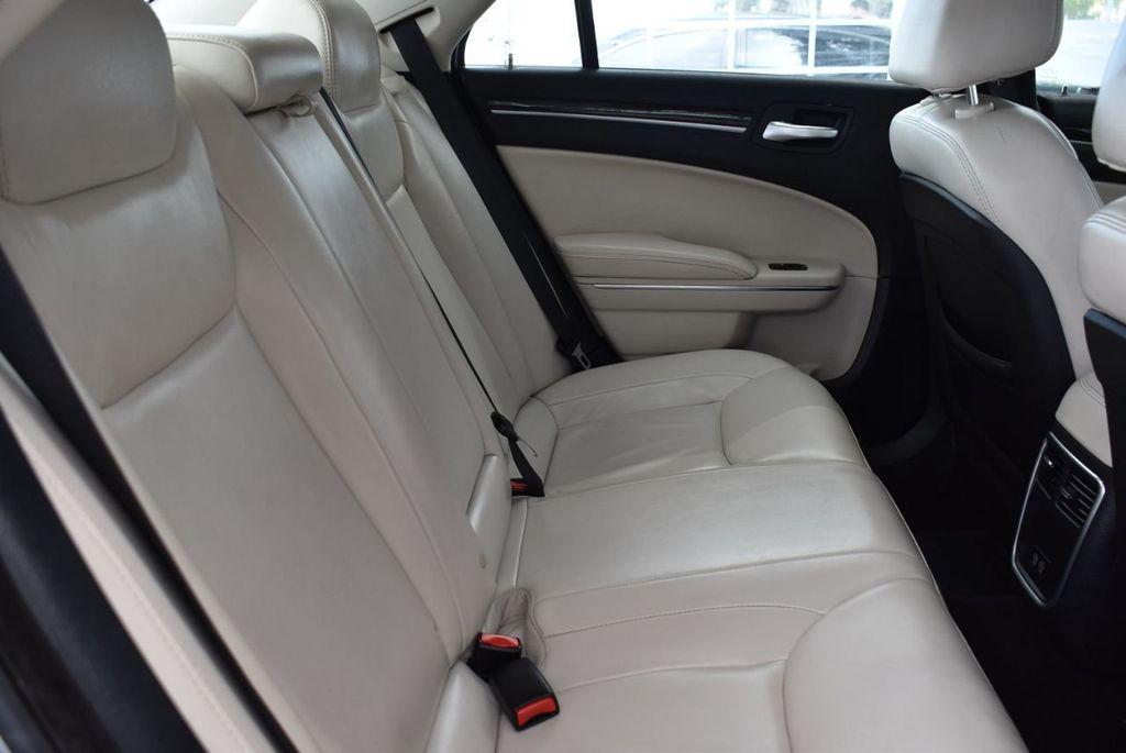2015 Chrysler 300 4dr Sedan Limited RWD - 18550626 - 16