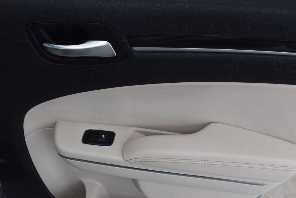 2015 Chrysler 300 4dr Sedan Limited RWD - 18550626 - 17