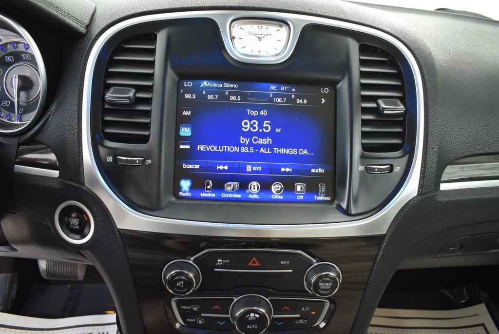 2015 Chrysler 300 4dr Sedan Limited RWD - 18550626 - 22