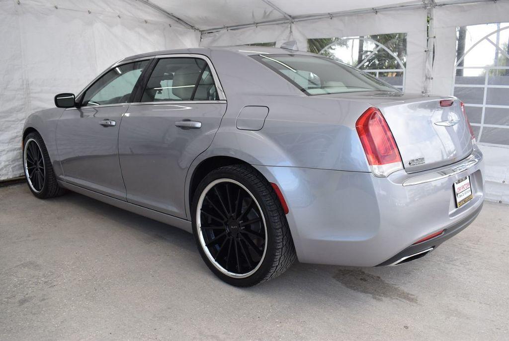 2015 Chrysler 300 4dr Sedan Limited RWD - 18550626 - 3